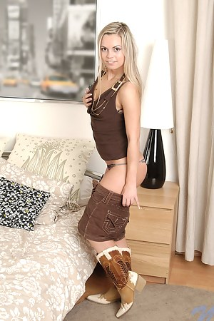 Free Girls Boots Porn Pictures